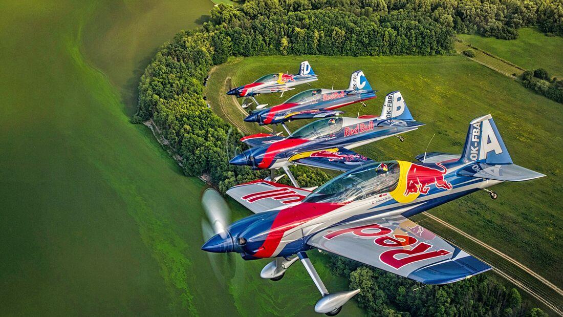 Das Flying Bulls Aerobatic Team fliegt das wohl heißeste Gerät am Kunstflug-Himmel: Die XtremeAir XA 42
