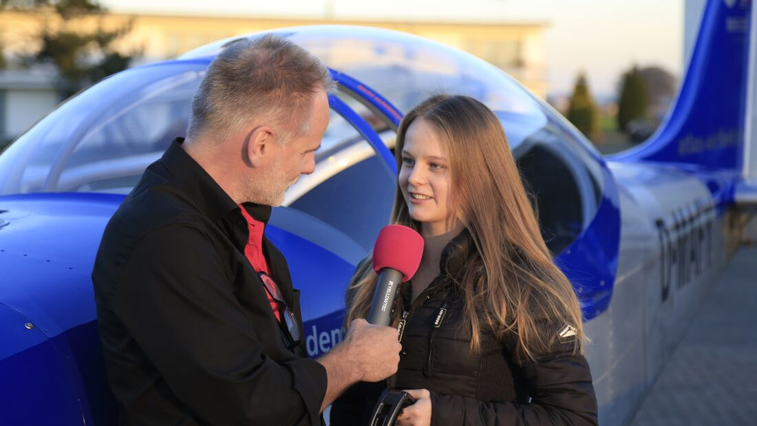 Wer sich am Flugplatz Ganderkesee Zeit für ein kurzes Radio-interview nimmt, der spart die Landegebühr.